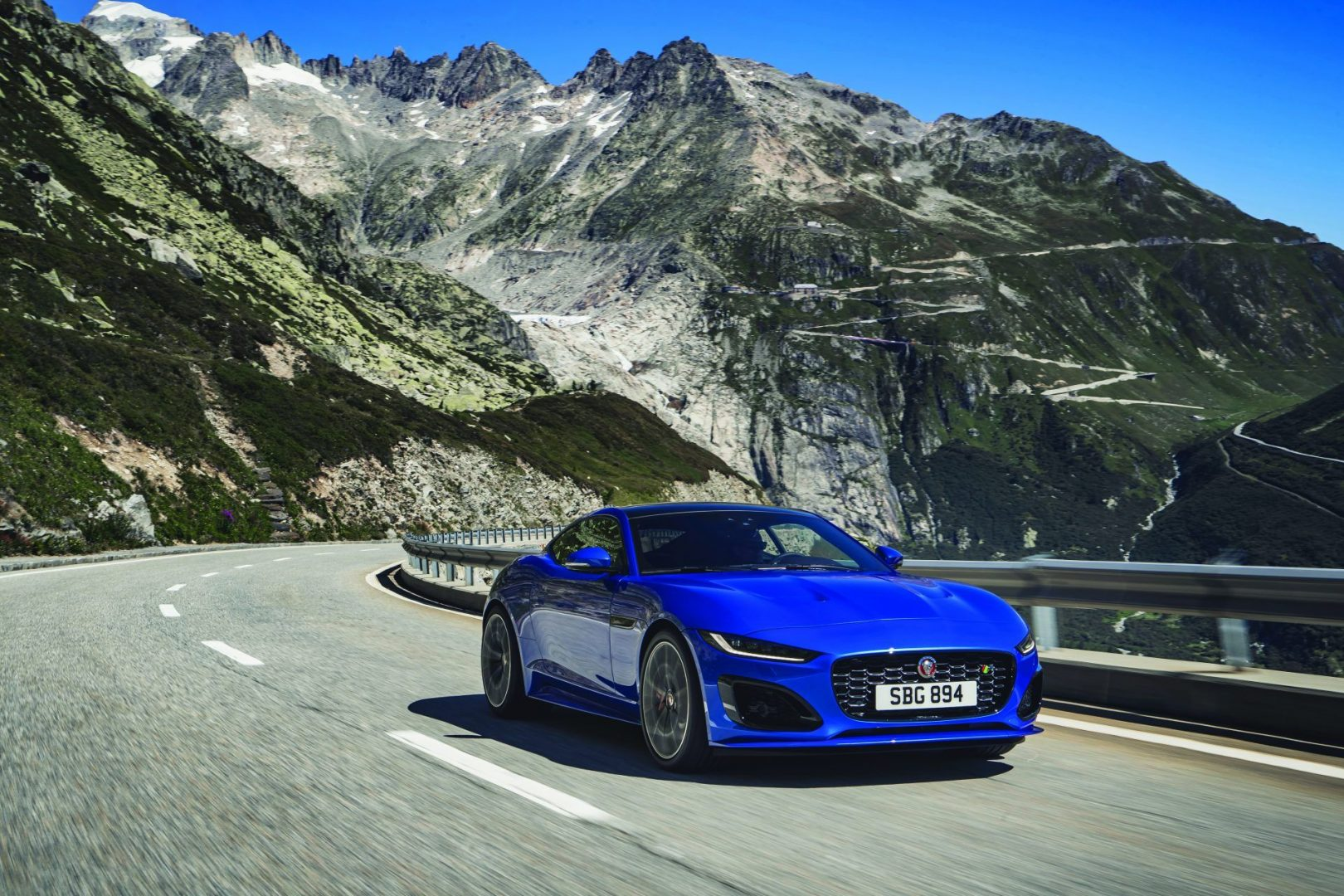 Jag-F-TYPE-R-21MY-Velocity-Blue-Reveal-Switzerland-02.12.19-06
