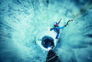nadine-wallner-ice-climbing