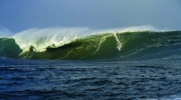 conor-maguire-surfing-60-foot-wave