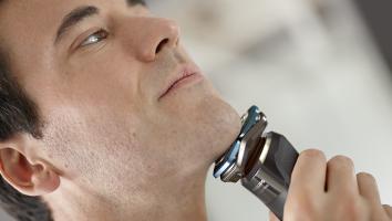 Philips Shaver Series 7000_SkinIQ_S7783_50 in use_28520720